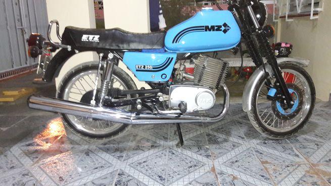 Moto MZ nueva de paquete