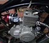 Ciclomotor 2 tiempos modernos aún no hay ninguno como este aquí en cuba aprovechen motor de arranque
