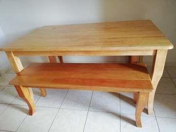mesa con dos banquetas