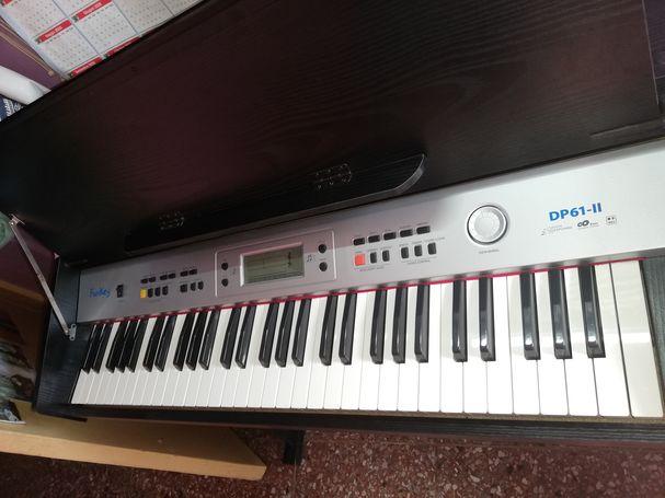 Vendo piano 5 octavas, ganga  de año nuevo