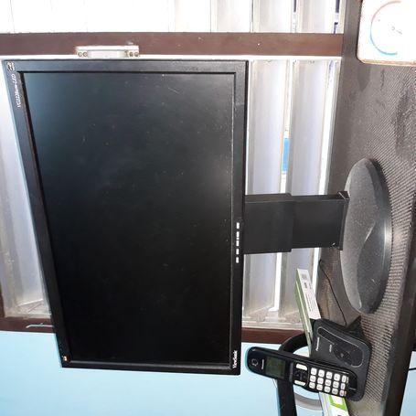 Vendo monitor Viewsonic mod VG2228 LED