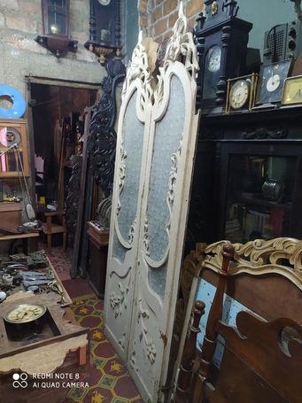 Mesas,mamparas,librero,escaparate,caja registradora,adornos,antiguedades