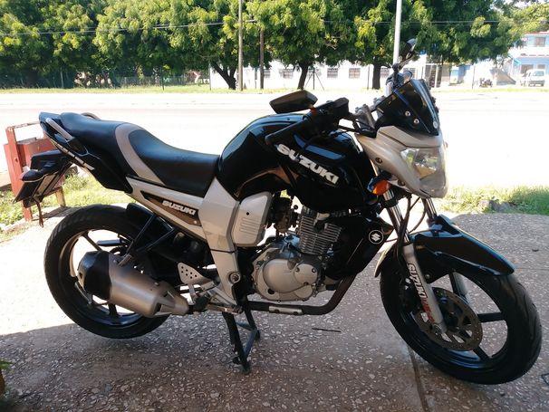 Vendo moto suzuki 125 kit deportivo original