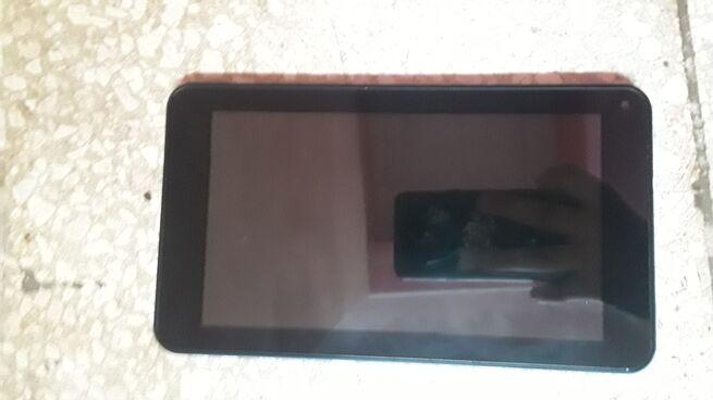 Se vende tablet marca niew tiene 8gb interno y 2 de RAM